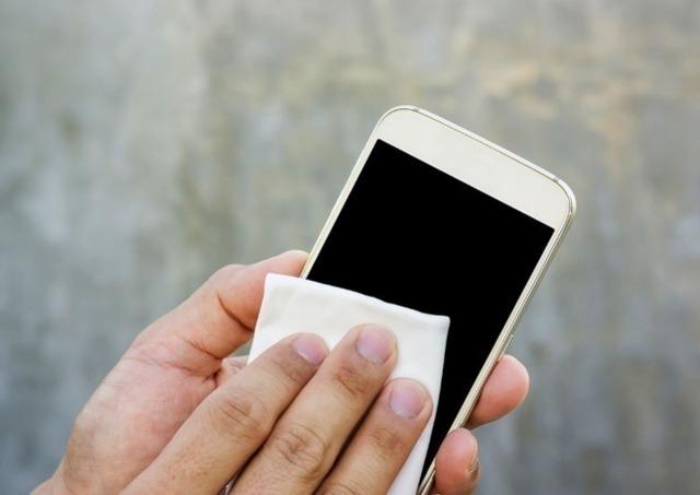 Как самостоятельно замазать царапины на телефоне