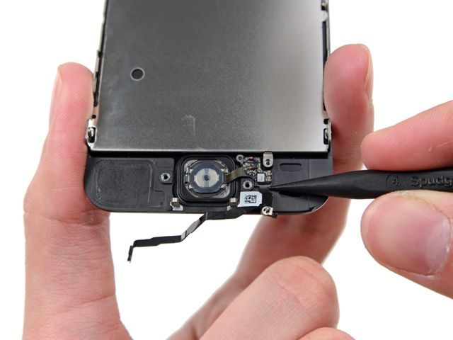 Как в Айфоне 4 снять крышку